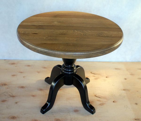 Stół okrągły na jednej nodze czarny
